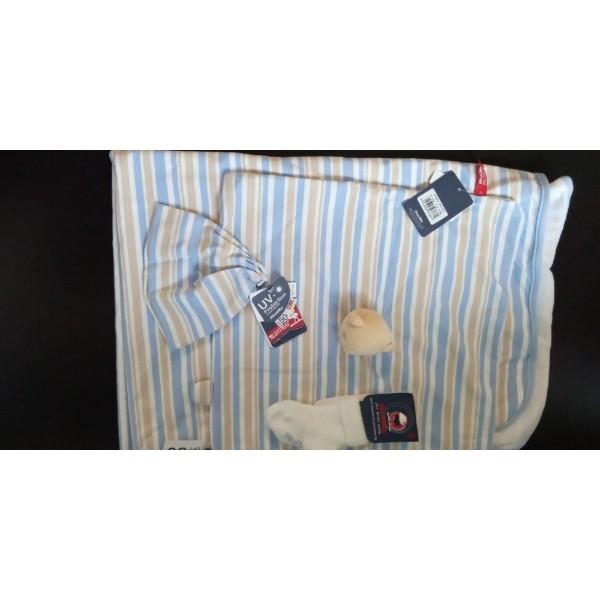 Комплект для ванной: большой двойной плед (сверху трикотаж, внутри махровая ткань, - очень мягкий), салфетка с мишкой (тоже двойная), шапочка и махровые носочки